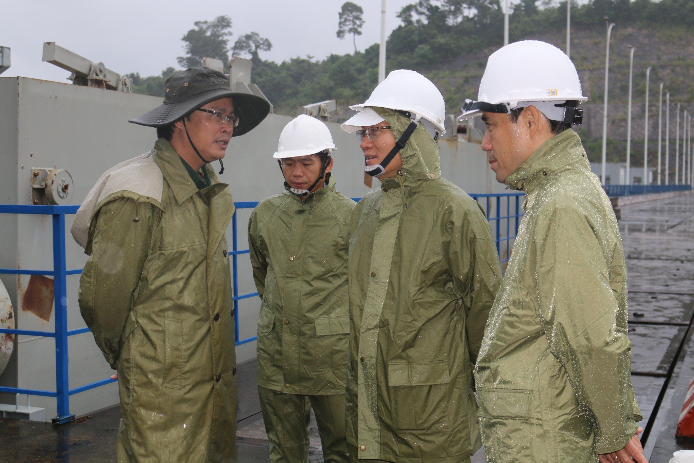 Kiểm tra công tác PCLB tại nhà máy trong cơn bão số 9/2020