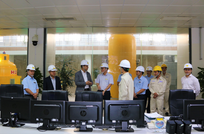 Chủ tịch HĐQT TCT Phát điện 3 đến làm việc và chúc tết người lao động Sê San 3A