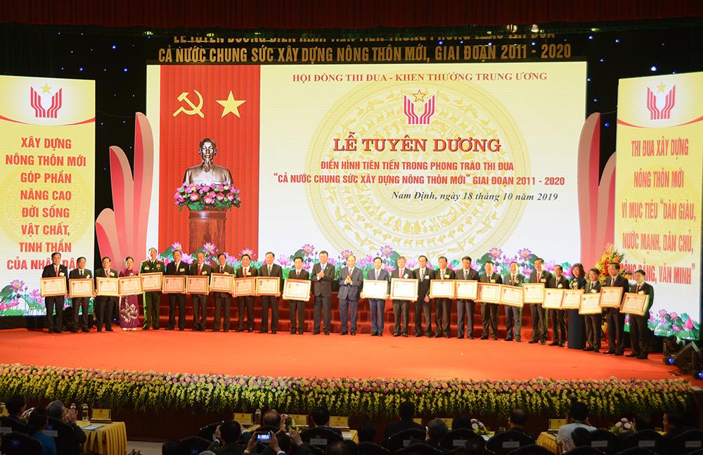 EVN được tặng huân chương Lao động hạng nhất vì những đóng góp xuất sắc trong phong trào thi đua xây dựng nông thôn mới