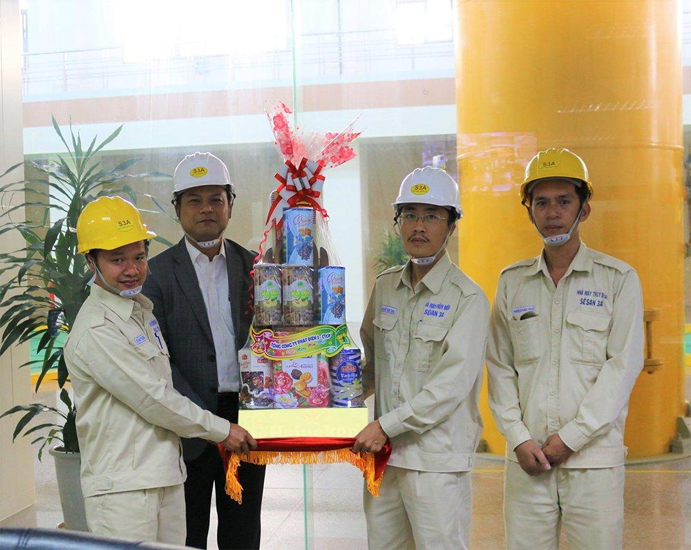 Chủ tịch HĐQT Tổng công ty Phát điện 3 - CTCP đến làm việc và chúc tết người lao động Sê San 3A
