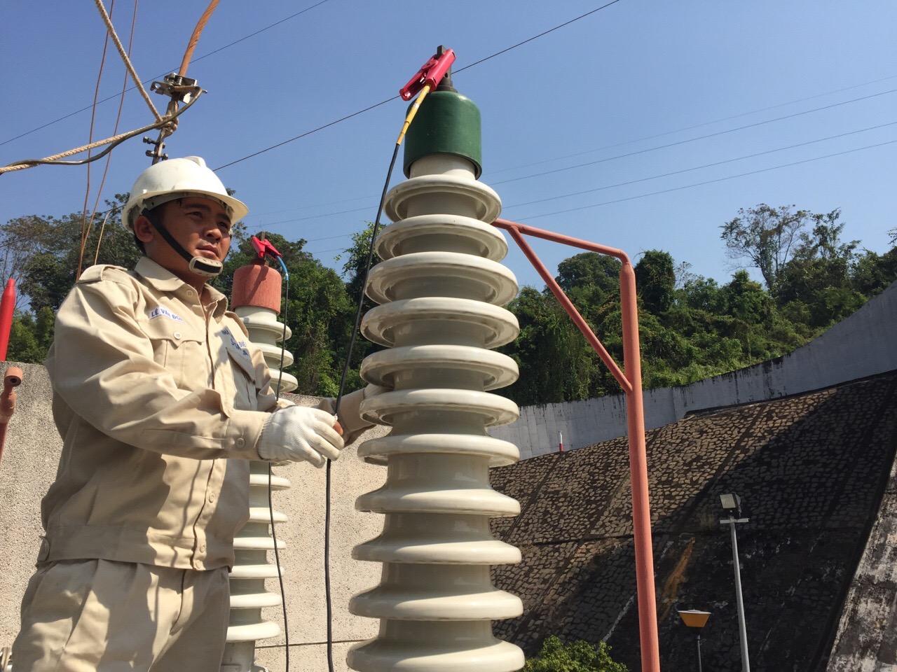 Sê San 3A thực hiện kiểm định thiết bị điện tại nhà máy thủy điện...