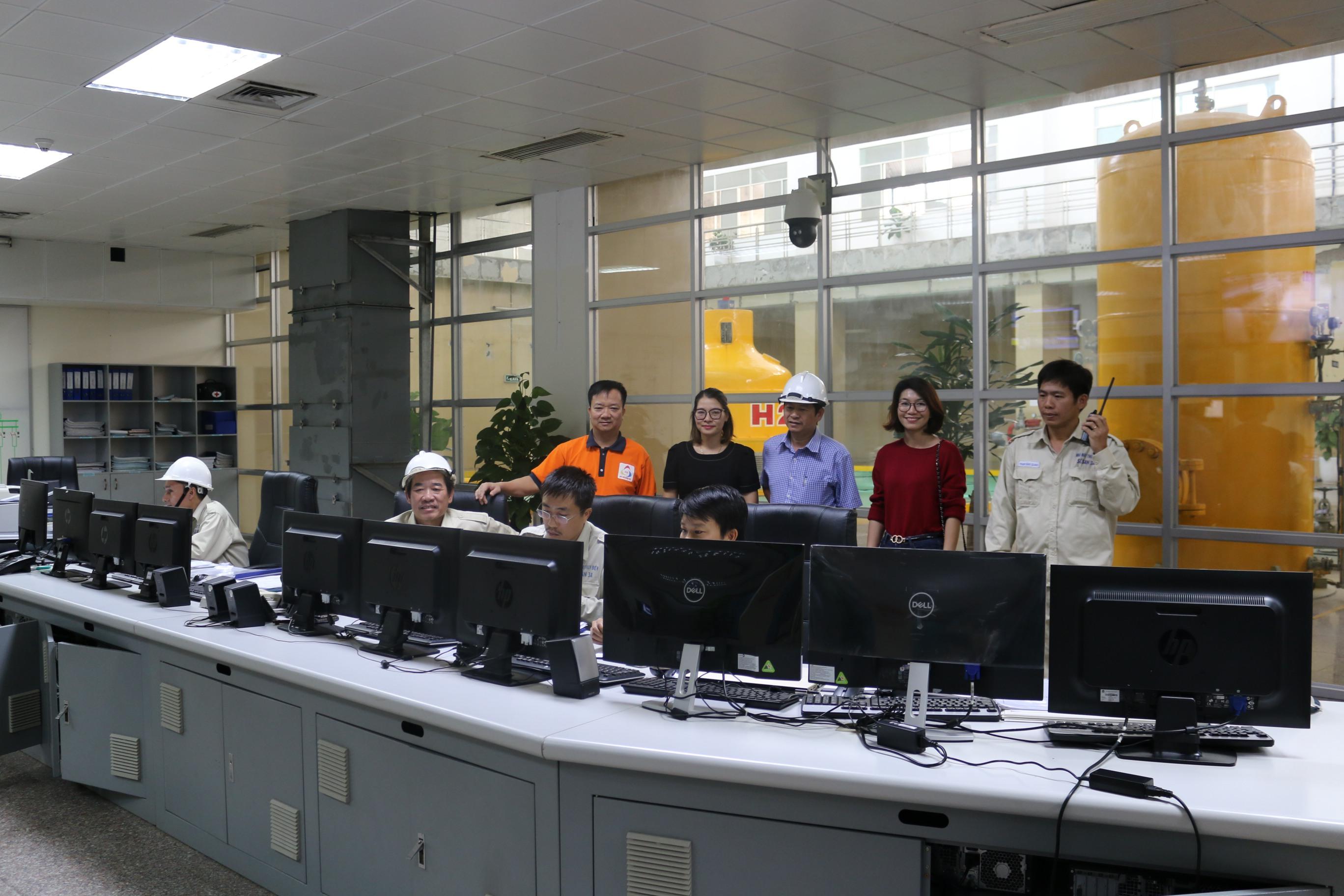 Sê San 3A thăm hỏi các gia đình là người lao động trong Công ty...