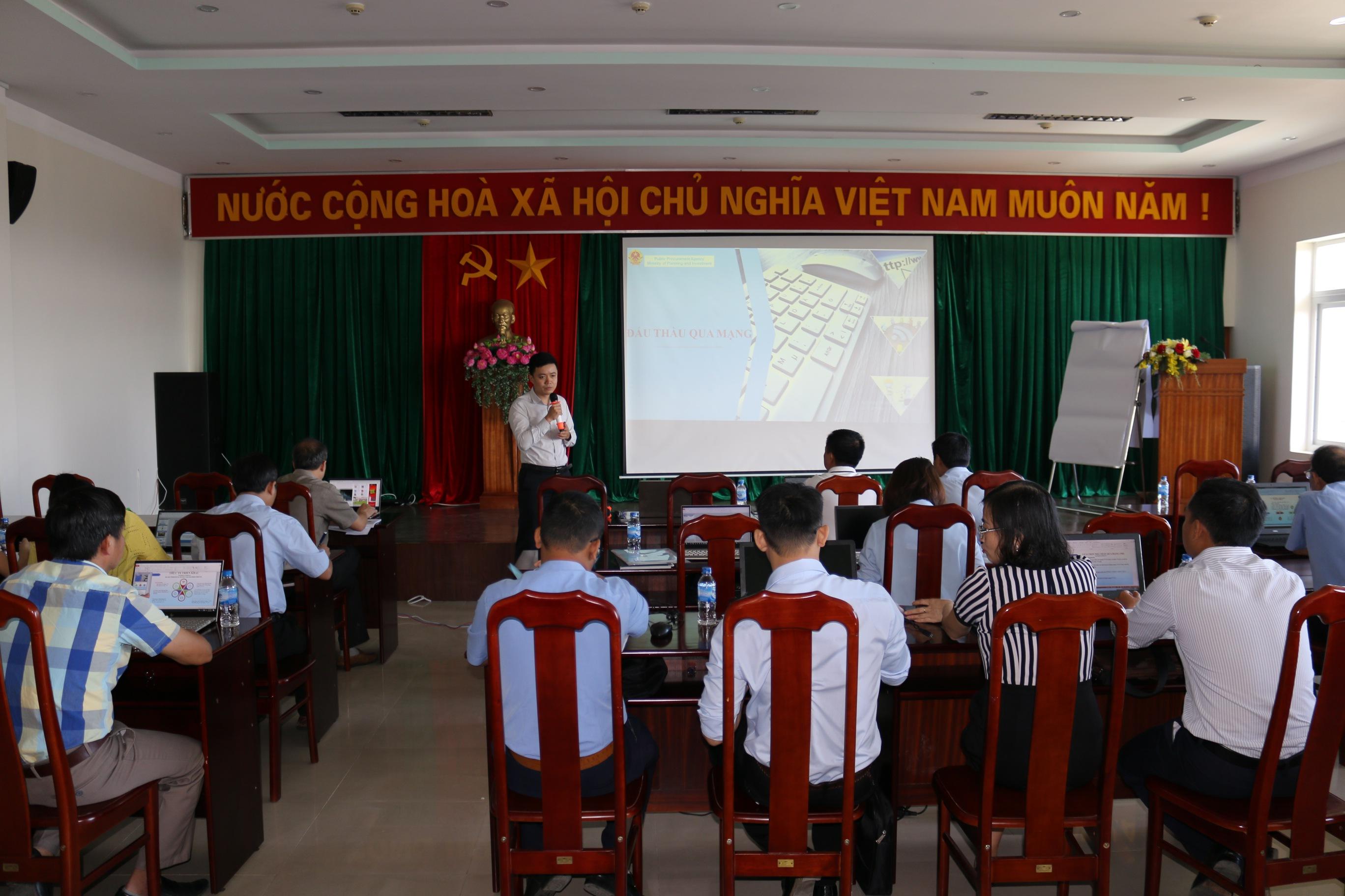 Sê San 3A tổ chức bồi dưỡng nghiệp vụ lựa chọn nhà thầu qua mạng